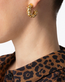 Oscar de la Renta - Gold Small Metal Hoop Earrings with Crystals