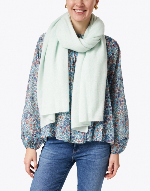 White + Warren - Bright Mint Cashmere Mini Travel Wrap