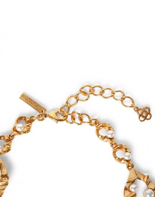 Oscar de la Renta - Gold Crinkled Metal and Pearl Necklace