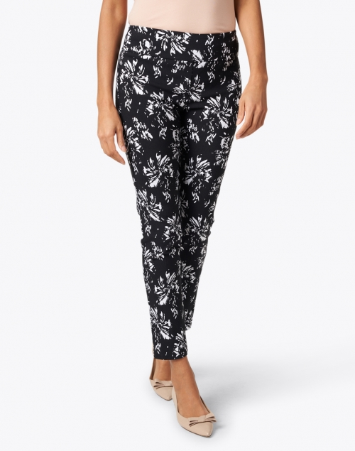 Elliott Lauren - Black and White Floral Control Stretch Pull-On Pant