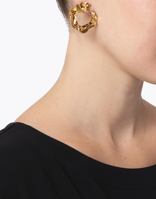 Oscar de la Renta - Gold Crinkled Metal Hoop Earring