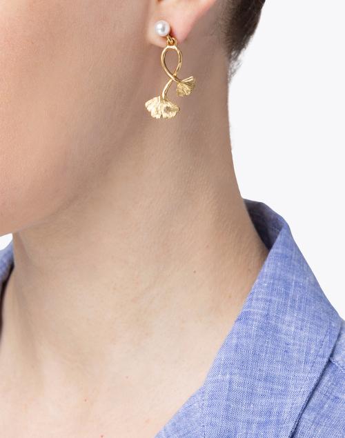 Oscar de la Renta - Gold and Pearl Ginkgo Drop Earring