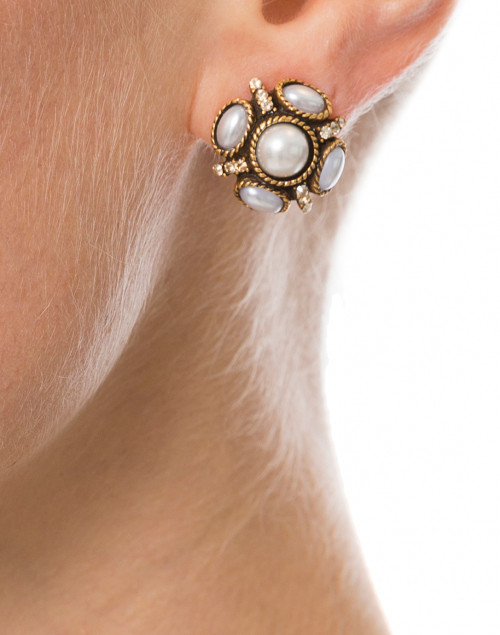 Oscar de la Renta - Classic Pearl Button Earring